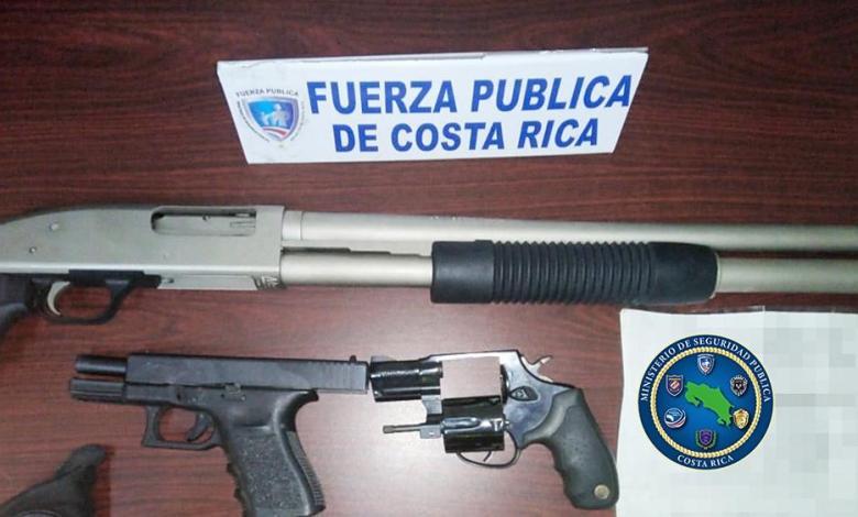 Photo of Fuerza Pública decomisa tres armas de fuego tras denuncia por violencia intrafamiliar