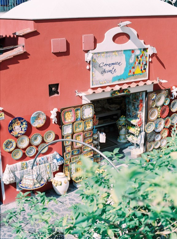 Typical decorated plates sold in a street of Positano