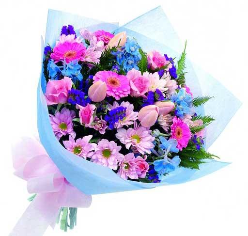 bouquet con fiori azzurri e rosa