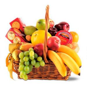 consegna a domicilio di cesto regalo con frutta e biscotti online