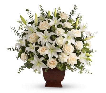 composizione elegante con fiori bianchi