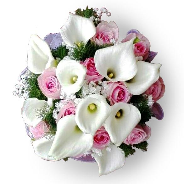 bouquet con calle bianche e rose rosa da consegnare a domicilio