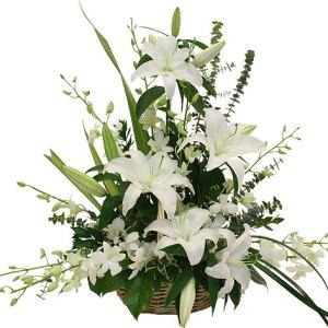 consegna a domicilio composizione funebre piramidale con fiori bianchi