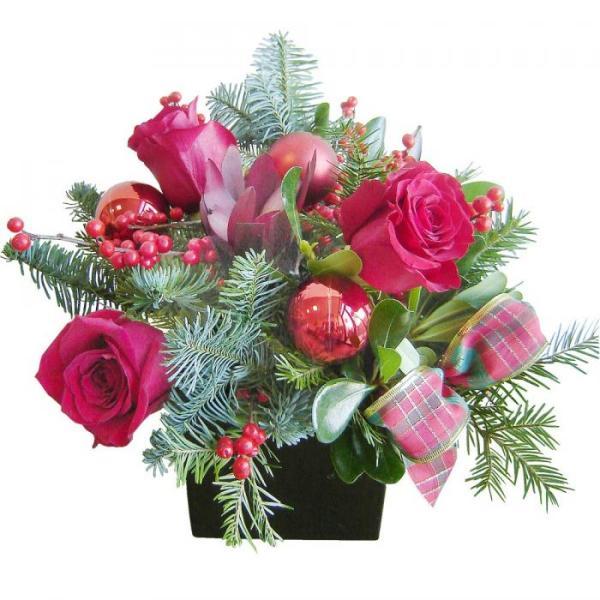 composizione Natalizia con rose rosse e decori Natalizi