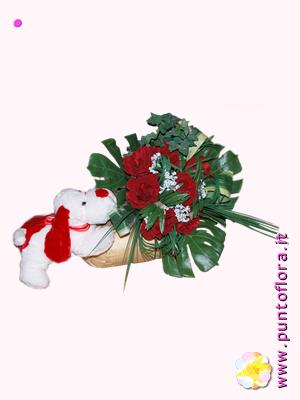 composizione con rose rosse e cagnolino peluche