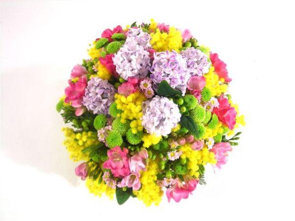 bouquet con fiori misti con mimosa