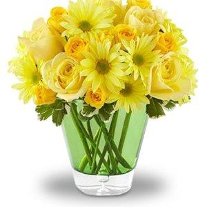 composizione di gerbere gialle e rose gialle