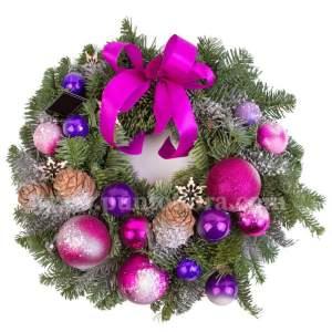 Ghirlanda Natalizia con decorazioni pinetti e palline fuchsia