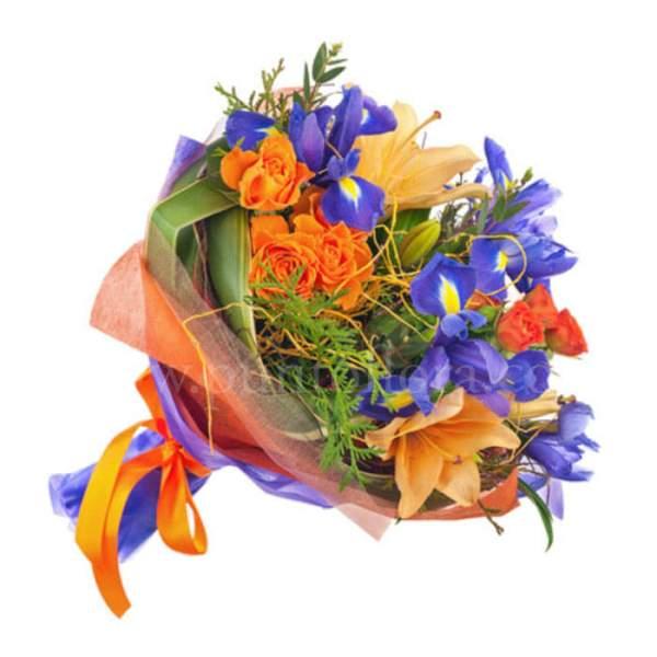 Bouquet con iris blu, lilium arancio e roselline arancio