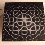 Dibujando con vibraciones del sonido y un poco de sal [Video]