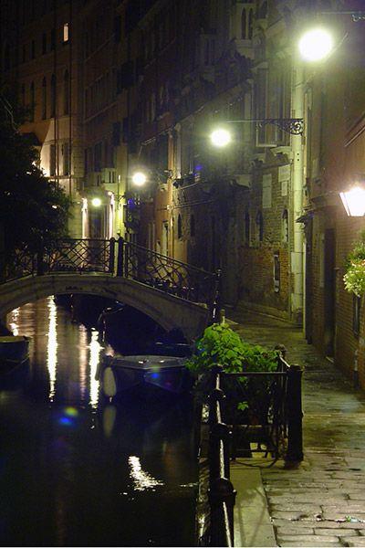 Venezia_calle_di_notte_v