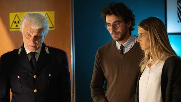 """Oggi in TV: """"La stanza"""", corto sul cyberbullismo con Michele Placido e Nicoletta Romanoff - Su Rai3, RaiPlay e su Rai Cinema Channel in versione VR"""