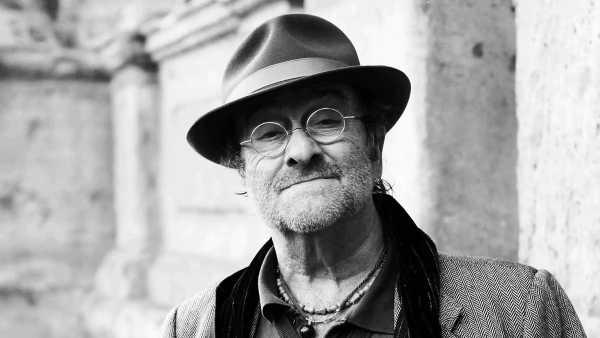 Oggi in TV: Il ricordo di Lucio Dalla a 'Quante Storie' su Rai3 - Giorgio Zanchini ospita Ernesto Assante e Gino Castaldo