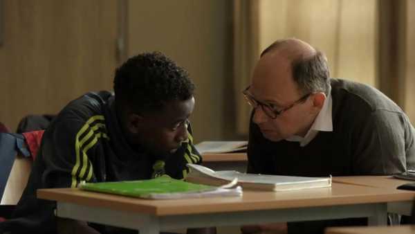 """Stasera in TV: """"Il Professore cambia scuola"""" su Rai3 - Diretto da Olivier Ayache-Vidal con Denis Podalydès e Abdoulaye Diallo"""