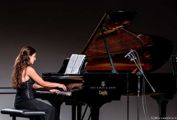 Alla Fabbrica del Vapore per la stagione di Divertimento Ensemble una giovane pianista friulana rende omaggio a Crumb