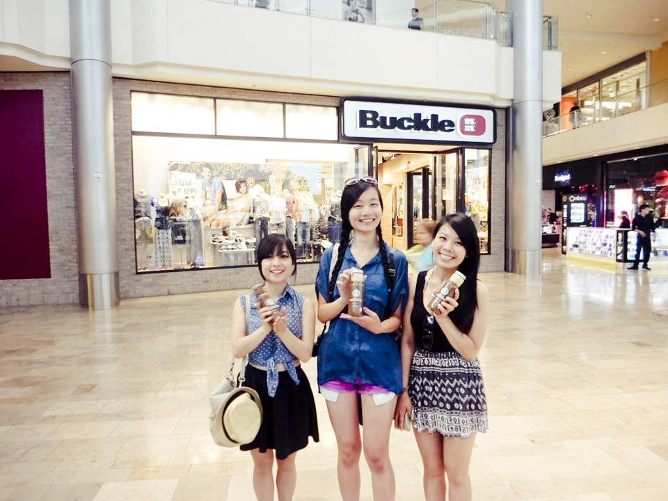 Ssen, Ren and Lilli with free bottles of coffee from Starbucks in Las Vegas.