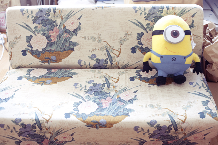 Minion at sofa.