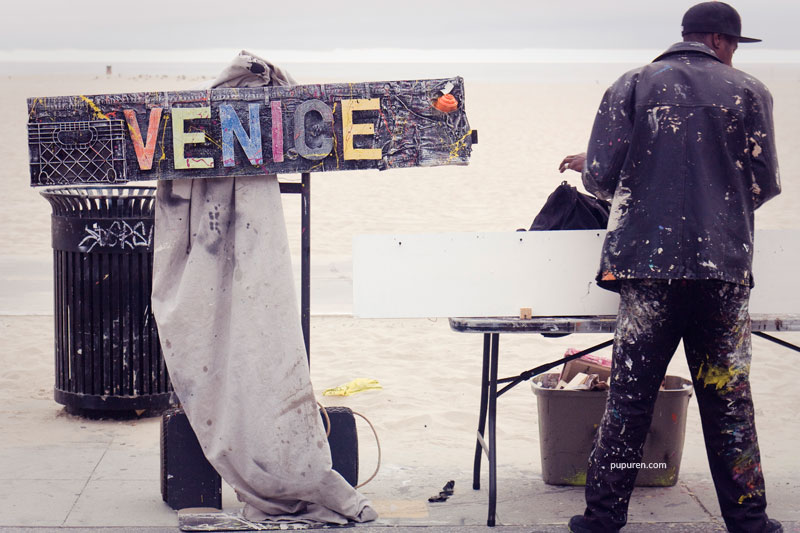 Art vendor in Venice beach, Los Angeles.