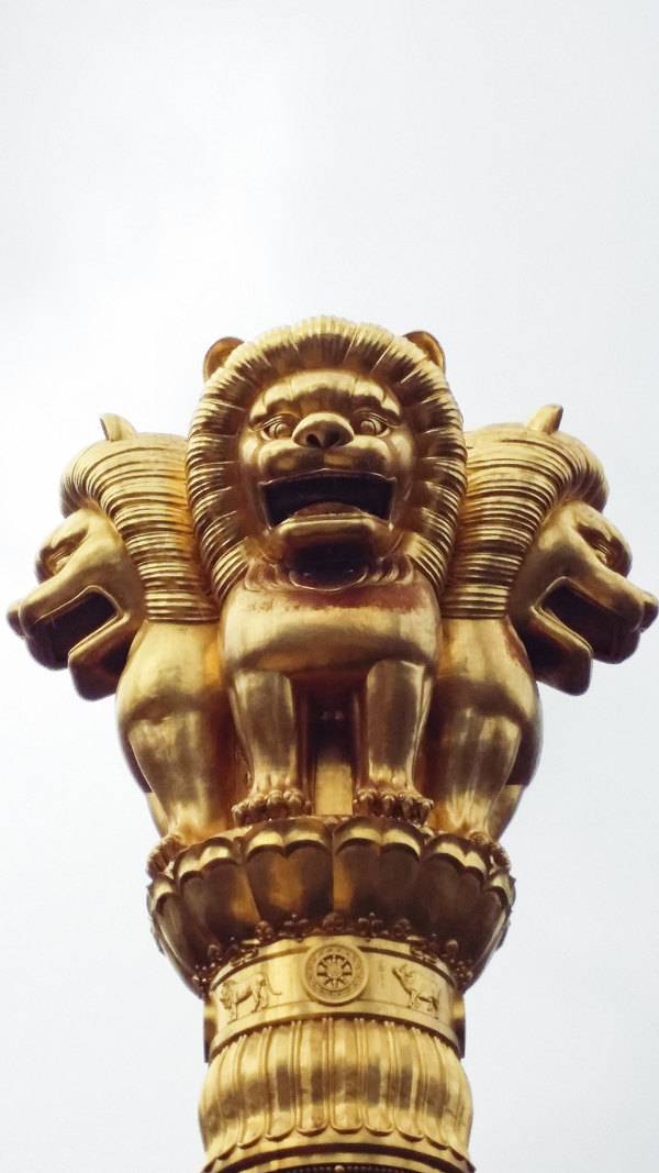 Gold lion statues on a pillar at Jing'an, Shanghai.