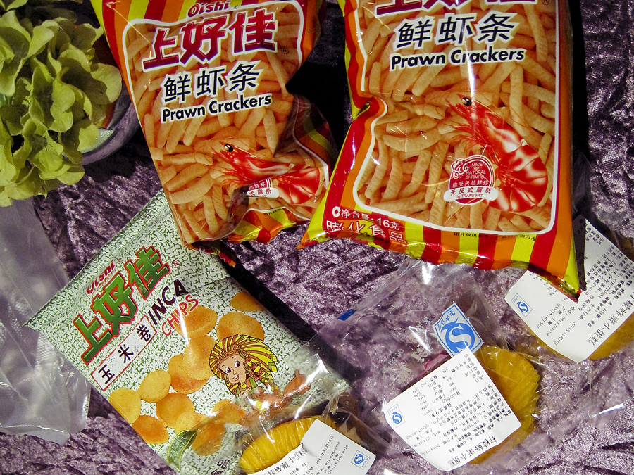 Snacks complimentary of the ferry on a tour of the Bund in Shanghai. Photo by Puey.