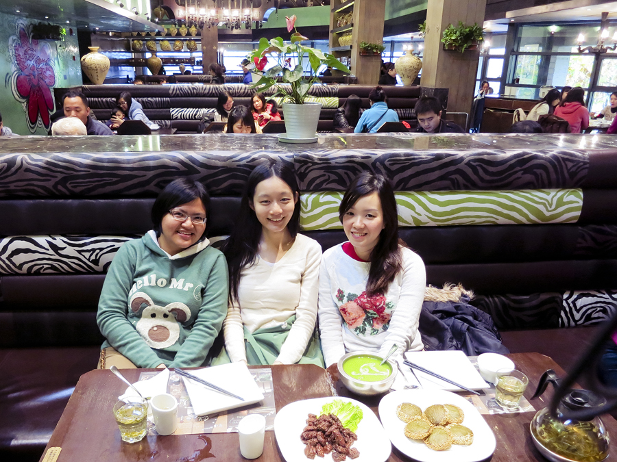 The three of us at The Grandma's (外婆家), Hangzhou. Photo from Ade.