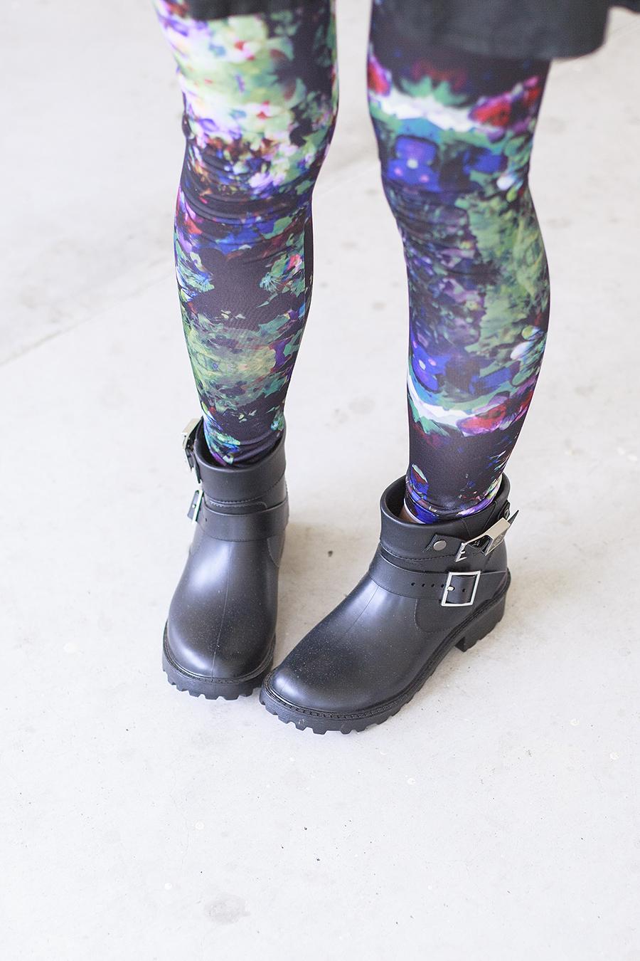 H&M printed leggings and Dav black rain booties c/o Shopbop.