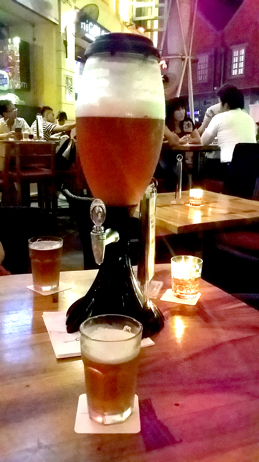 Tower of golden ale, Clarke Quay