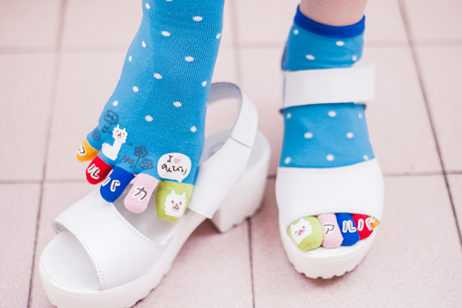 Street Sox llama toe socks, Taobao white platform sandals.