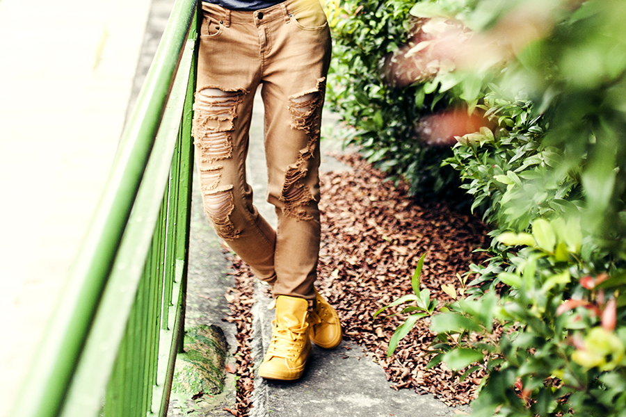 School Outfit: Forever 21 brown ripped skinny jeans, Converse yellow rubber coated chuck taylor sneakers.