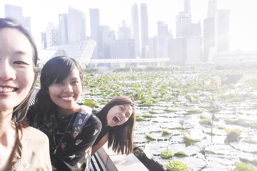 Wefie with Shasha & Ruru by the lotus pond at Marina Bay Sands with the Singapore skyline in the background.