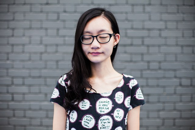 Grey Queen outfit: Uniqlo Jeffrey Fulvimari speech bubbles quirky tee UT, Gap black frame glasses.
