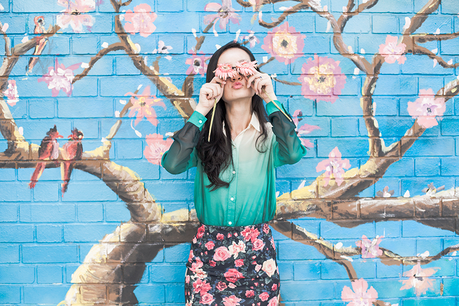 Pink daisies for eyes in my floral ootd.