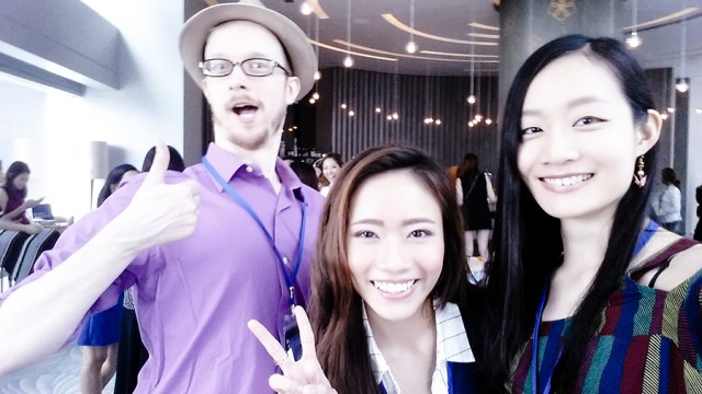 Wefie with Cassansaurus at the Lazada Singapore's Blogger Bazaar.