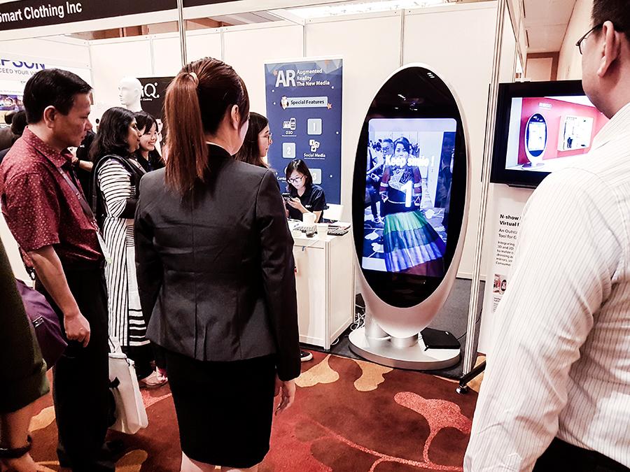 ARPlanet Augmented reality fashion at FUZE2017 at Marina Bay Sands.