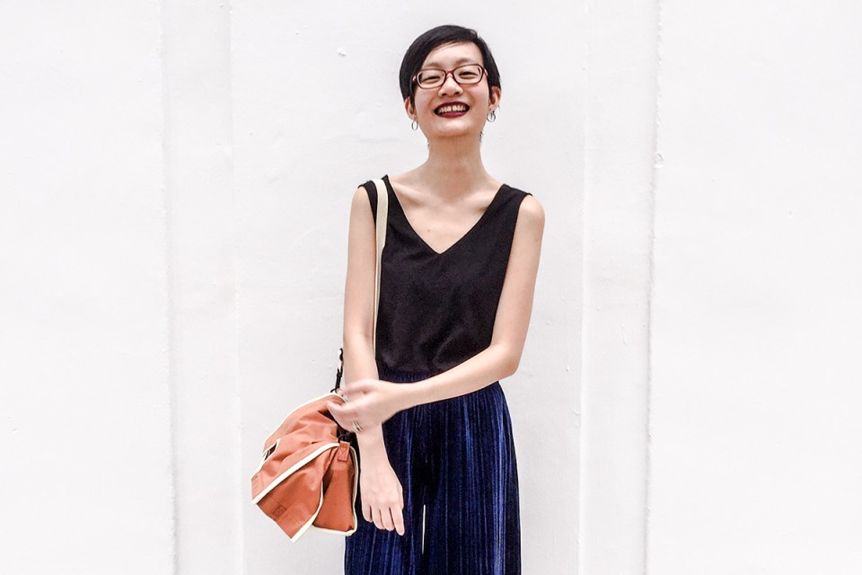 Chinese New Year 2018 outfit: Mango black sleeveless top, Pomelo Fashion velvet pants, Firmoo red glasses, RAWROW convertible sling bag.