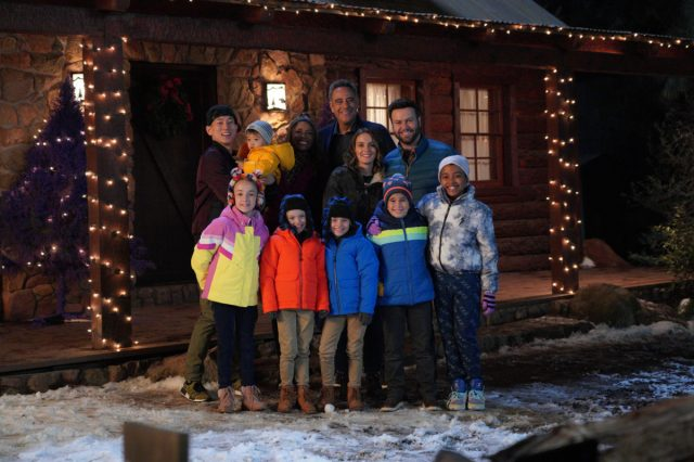 "single parents 2x10 e1576178594753 - Single Parents (S02E10-11) ""Good Holidays to You""/""The Angie-Man"""