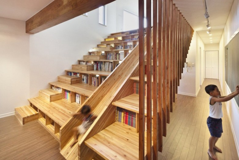 stairs-with-bookshelves_080216_07-800x536