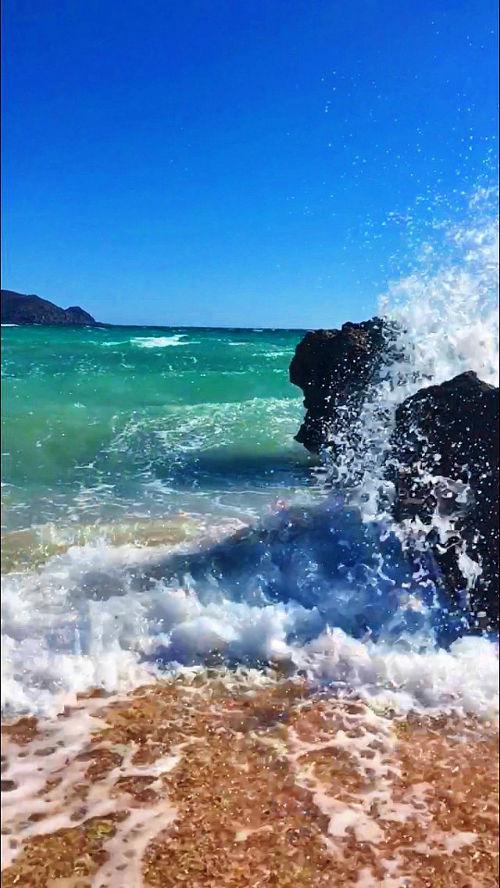 Elafonisi - crashing waves