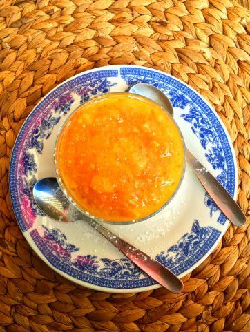 Orange, yogurt and cookie crust dessert