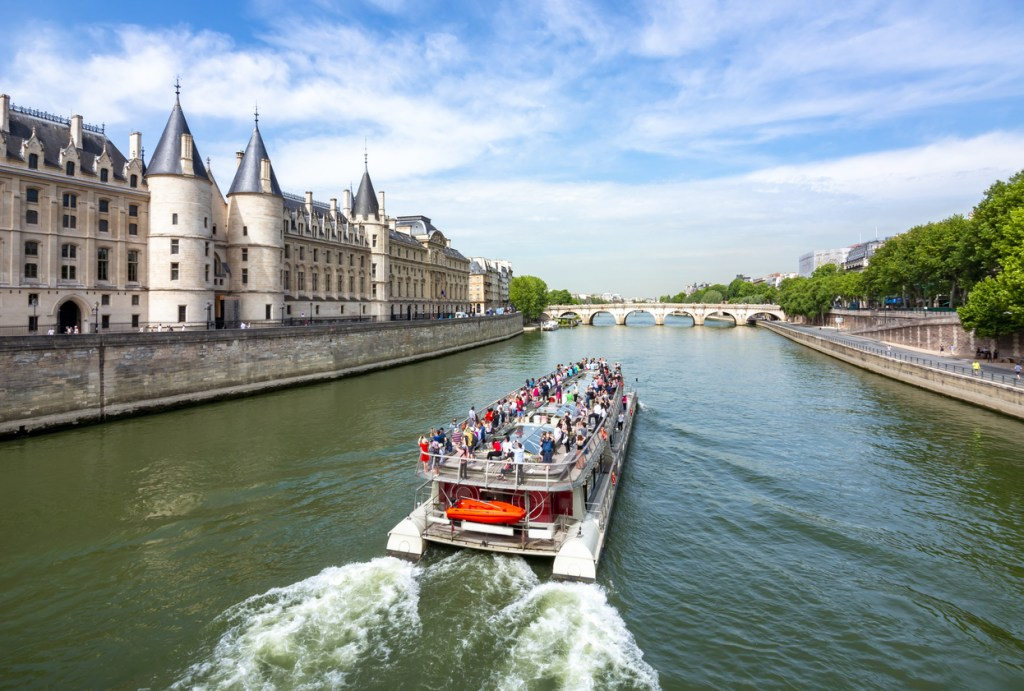 Romantic Trip along the Seine river in Paris