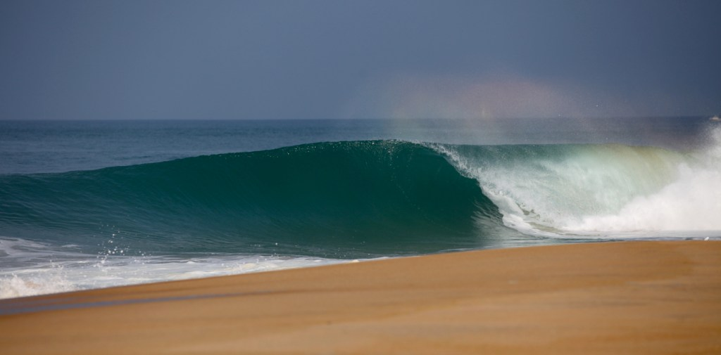Glassy wave peels along the beach in Les Landes
