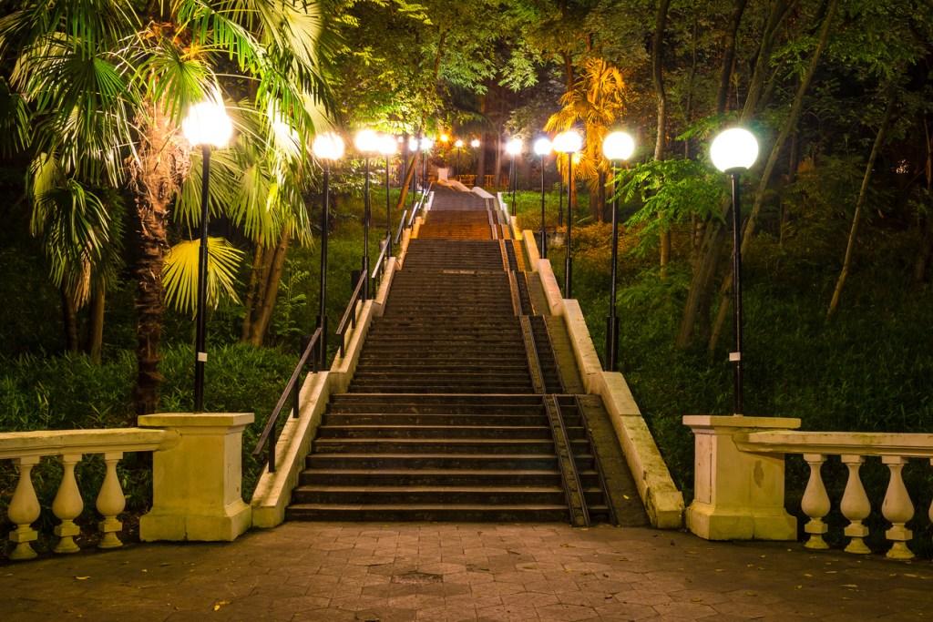 Night view of staircase on Tonnelnaya street, Sochi
