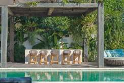 10.-Noku-Beach-House---Outdoor-pool-bar-copy