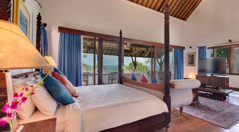 11.-Villa-Batujimbar---Master-bedroom