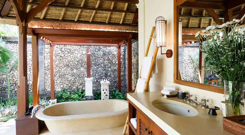 14.-Villa-Maridadi---Master-Suite-bathroom