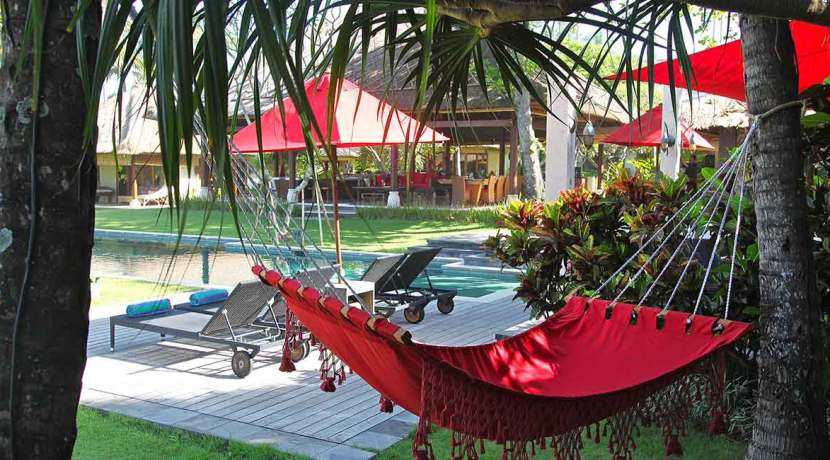 15.-Villa-Maridadi---Laze-around-poolside