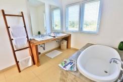 Villa Putih - Bathroom