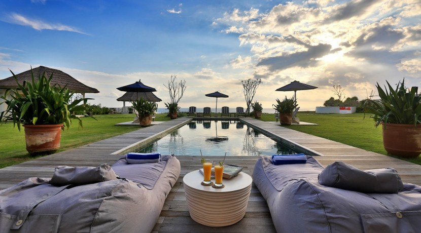 Villa Putih - Pool at Sunset