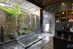 10-Majapahit Beach Villas - Villa Raj - Bathroom during day