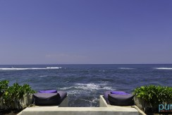 13-Majapahit Beach Villas - Villa Raj - Sea view in front of the beach deck